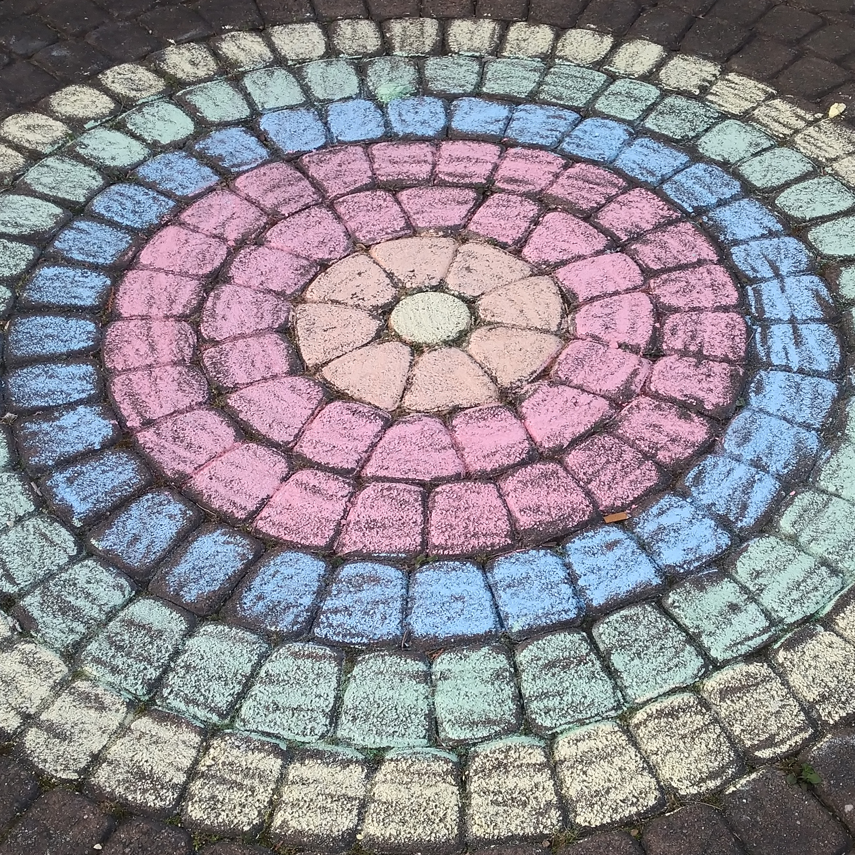 Streetart Mandala von Colin & Carolin